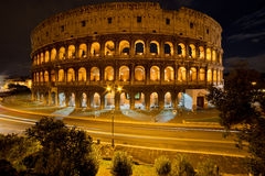 Coliseo por noche, Roma Italia Fotos de archivo