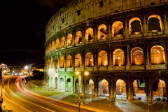 Coliseo por noche, Roma Italia Fotografía de archivo