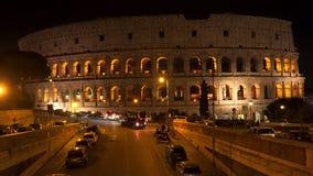 Coliseo romano en la noche almacen de metraje de vídeo