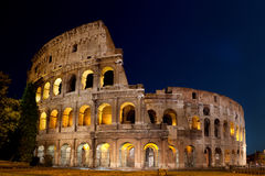 Coliseu romano na noite Fotos de Stock