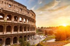 Coliseum bij zonsondergang stock foto's