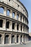 Coliseum en Toeristen royalty-vrije stock fotografie