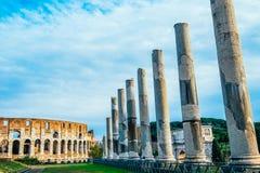 Coliseum med kolonner, lång exponering med inga igenkännliga personer Royaltyfria Bilder