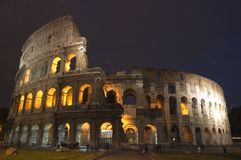 Coliseum på natten royaltyfria foton
