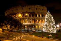 Coliseum vid natt arkivbild