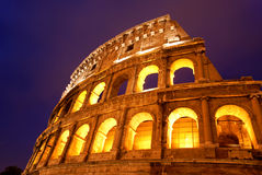 coliseumitaly natt rome Royaltyfri Bild