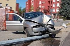 colisión del Ejecutar-apagado-camino en zona urbana Fotografía de archivo libre de regalías