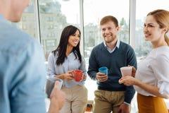 Collègues décontractés ayant la pause café Images stock