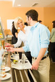 Collègues d'affaires à la causerie de cafétéria Photo libre de droits