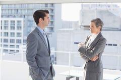 Collègues d'affaires ayant la conversation Photographie stock