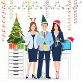 Collègues heureux en Santa Hat avec la célébration de champagne Photo libre de droits