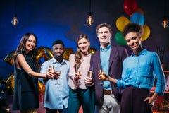Collègues multi-ethniques à la partie de nouvelle année Photographie stock