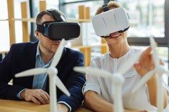 Collègues travaillants durs futés portant les lunettes 3d Photographie stock libre de droits