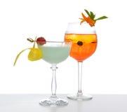 Coll anaranjado rojo verde de los cócteles del mojito de martini del margarita del alcohol Imagen de archivo libre de regalías