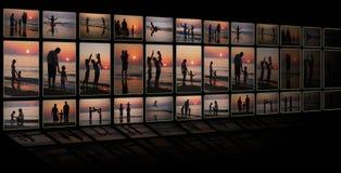 Collage als TV van vele foto'sfamilie op strand Stock Fotografie