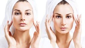 Collage av den sinnliga kvinnan i badrock och badlakan på huvudet arkivfoto