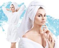 Collage av den unga kvinnan i badrock som tycker om friskhet Royaltyfria Bilder