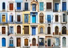 Collage av 36 färgglade ytterdörrar från Karpathos Royaltyfri Foto