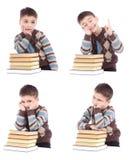 Collage av fyra foto av ung pojkeläsning med böcker Royaltyfria Bilder
