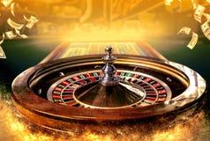 Collage av kasinot avbildar med en vibrerande bild för närbild av den mångfärgade kasinorouletttabellen med pokerchiper arkivbild