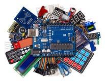 Collage av knappen för avkännaren för mikrokontrollerbrädeskärm kopplar kabeltrådtillbehör och utrustning isolerad vit elektronik royaltyfri fotografi