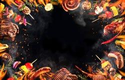 Collage av olika grillade kött och grönsaker arkivfoton