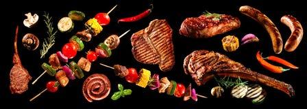 Collage av olika grillade kött och grönsaker royaltyfri bild