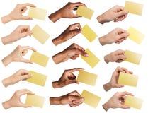 Collage av olika händer som rymmer tomma affärskort som isoleras royaltyfri foto