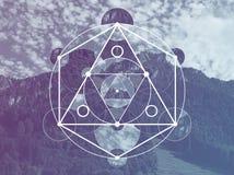 Collage con las montañas y el bosque y el símbolo sagrado de la geometría fotos de archivo libres de regalías