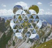 Collage con las montañas y la flor del símbolo de la vida imagen de archivo