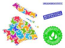 Collage de ahorro de la naturaleza del mapa del municipio de Shangai con las mariposas y los sellos texturizados ilustración del vector