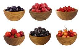 Collage de diversas frutas y de bayas aisladas en blanco Imagen de archivo libre de regalías