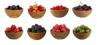Collage de diversas frutas y de bayas aisladas en blanco Imágenes de archivo libres de regalías