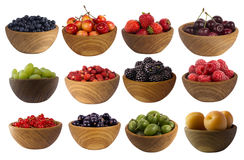 Collage de diversas frutas y de bayas aisladas en blanco Fotografía de archivo