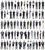 Collage de jeunes hommes d'affaires se tenant dans une rang?e photographie stock