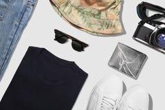 Collage de la colección de la ropa del hombre con la opinión superior de la trayectoria de recortes Foto de archivo