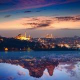 Collage de la puesta del sol que brilla intensamente en Estambul y en Uchisar, Turquía foto de archivo
