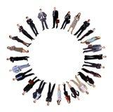 Collage de los hombres de negocios que se colocan alrededor de un círculo vacío Imágenes de archivo libres de regalías