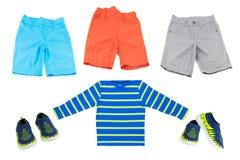 Collage de mode d'été pour des garçons Shorts lumineux et chemise Bl Images stock