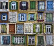 Collage de ventanas viejas Fondo de diversas ventanas Fotografía de archivo