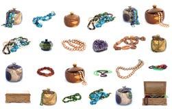 Collage dei contenitori di gioielli e di collana isolato su fondo bianco Immagine Stock Libera da Diritti