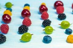 Collage dei frutti differenti e bacche su bianco Fotografia Stock Libera da Diritti