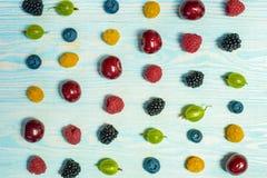 Collage dei frutti e delle bacche differenti Fotografie Stock