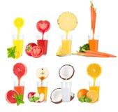 Collage dei succhi della frutta fresca su fondo bianco Fotografia Stock Libera da Diritti