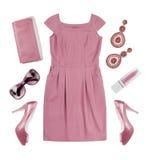 Collage del vestido y de los accesorios del verano del rosa de la mujer en blanco Fotos de archivo libres de regalías
