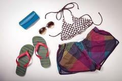 Collage dell'abbigliamento e degli accessori della donna isolati su bianco Fotografia Stock