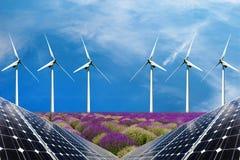 Collage della foto dei pannelli solari e dei turbins del vento nel campo dei raccolti Fotografia Stock Libera da Diritti