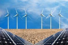 Collage della foto dei pannelli solari e dei turbins del vento nel campo dei raccolti Immagini Stock Libere da Diritti