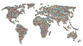 Collage der Weltkarte gebildet von den Reisenfotos Lizenzfreie Stockbilder