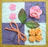 Collage des fleurs sur l'édredon Photos stock